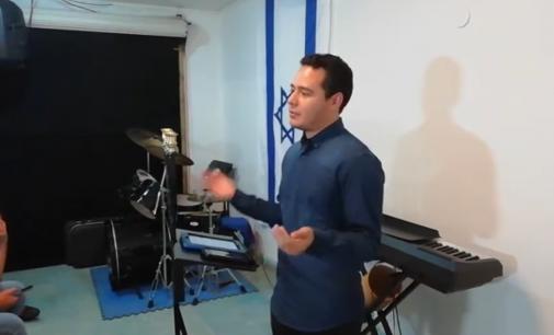 """""""Ceder la autoridad a Yejovah Dios"""".  Prédica por ministro Alex Marín"""